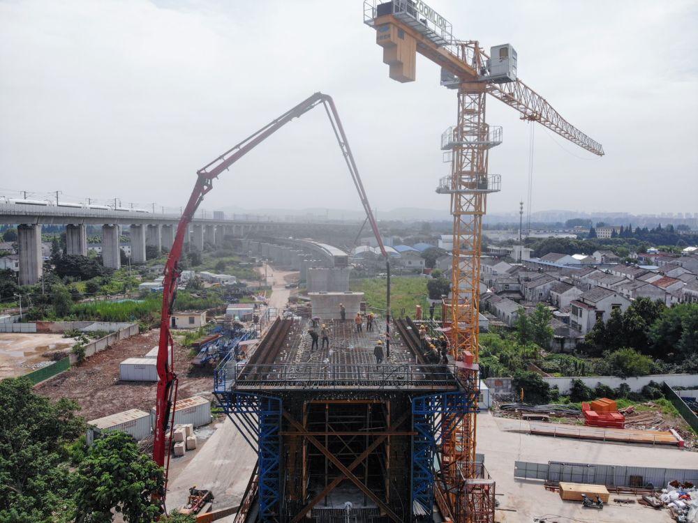 南沿江铁路跨秦淮河特大桥施工进入新阶段