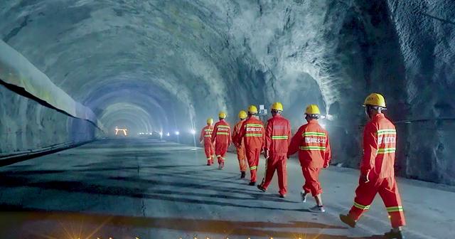 向如期完工迈出坚实一步!临建3合同全线隧道全部贯通
