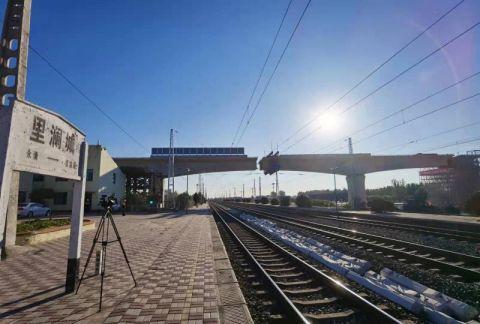 津兴铁路上跨津霸铁路连续梁转体施工完成